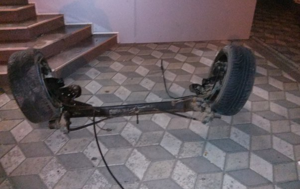 Очередное ДТП в Мелитополе: От удара у Ауди вылетела задняя балка с колесами