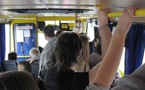 В Запорожье женщина-пассажир сломала ребро в маршрутке