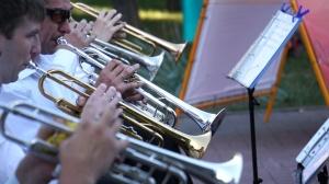 В ритме вальса: Запорожский духовой оркестр дал бесплатный концерт в центре города