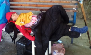 Бездомная, которой патрульные полицейские искали ночлег, решила остаться жить на улице