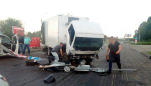 В центре Запорожья грузовик сбил светофор