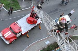 В Запорожье произошел ночной пожар в девятиэтажном доме: есть пострадавшие