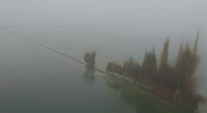 Чтобы снизить уровень воды в озере, в Китае взорвали дамбу длиной 3,7 км