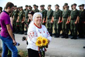 Герои не умирают: На Кушугумском кладбище возложили цветы в память о погибших бойцах АТО