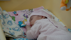 Соцработники придумали имя подброшенной в 9-й роддом девочке и готовят ее к оформлению в детский дом