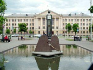 На ремонт «Часов влюбленных» выделят почти 300 тысяч гривен
