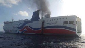 В Карибском море загорелся паром - на борту 512 человек