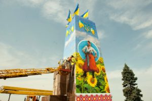 Вместо Ленина: Постамент на площади Запорожской занял казак - ФОТОФАКТ