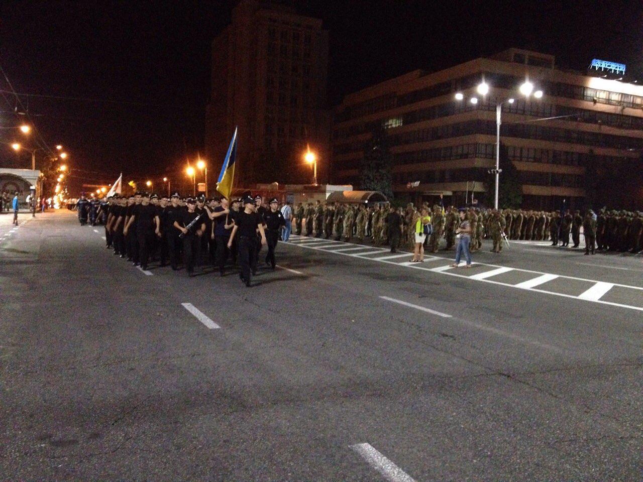 В центре Запорожья репетируют военный парад