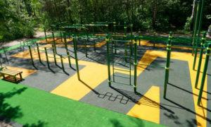 Токмакская школа заплатит за спортивную площадку 1,5 миллиона гривен