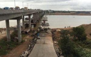 В Китае рухнул мост: есть жертвы (ВИДЕО)