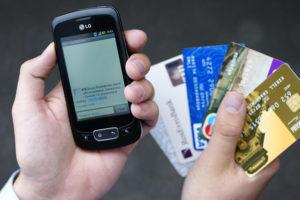 Житель Запорожья попался на уловку с банковской картой