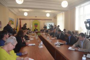 Власть, заводы и общественники обсудили экологическую ситуацию в городе