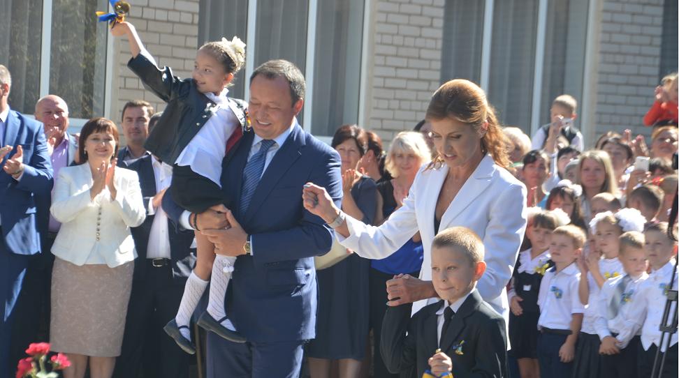 Марина Порошенко поздравила первоклассников в Запорожье - ФОТО