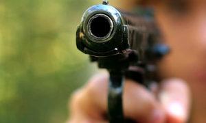 Под дулом пистолета запорожец расстался с валютой