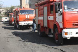 В Запорожье сгорел склад на Тепличной (фото)