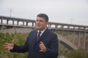 Премьер министр Украины воочию увидел запорожские мосты - фото