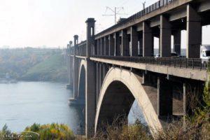 В Запорожье на мосту Преображенского произошла очередная авария