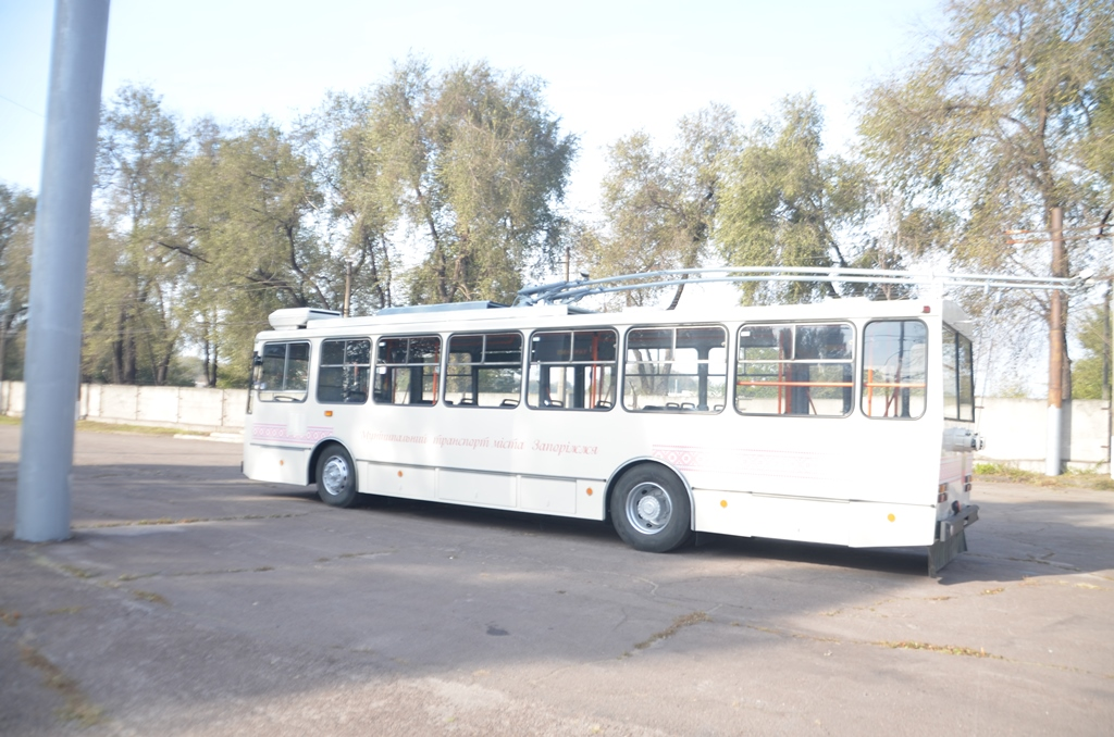 В Запорожье появился первый чешский троллейбус - ФОТО