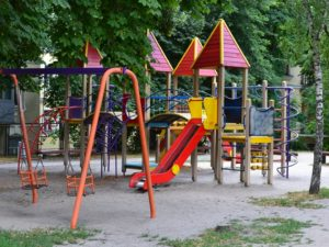 В Коммунарском районе установят детские площадки на миллион гривен - карта