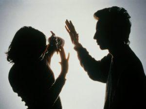 Запорожец угрожал собственной матери расправой