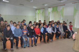 Запорожская прокуратура поздравила воспитанников интерната с праздником - фото