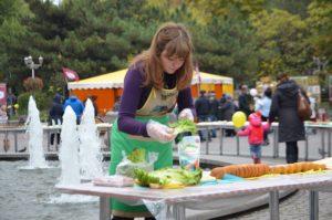 Как в Запорожье поставили кулинарный рекорд и приготовили гигантский бутерброд - фото