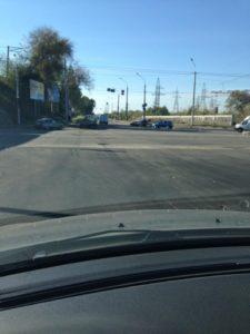 В Запорожье на новом участке дороги маршрутка пробила колесо - фото