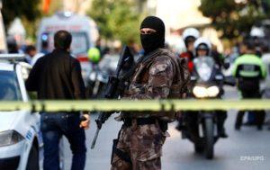 В Турции от взрыва бомбы погибли 15 человек