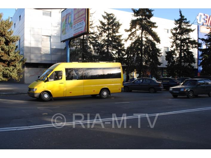 В Запорожской области у маршрутки с пассажирами вырвало колесо - ФОТО