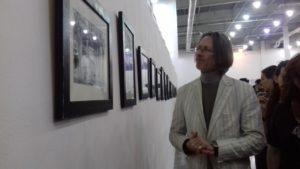 В Запорожье французкий художник открыл свою фотовыставку о Майдане