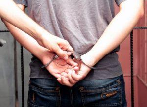 В Запорожской области грабители угрожали девочке расправой