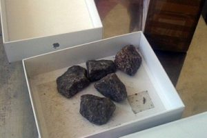 Мелитопольцу вместо телефона прислали камни