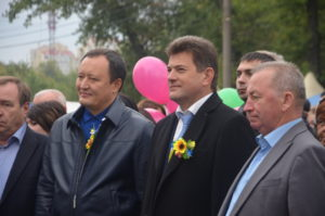 Брыль и Буряк гуляют на Покровской ярмарке - фото