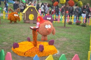 В Запорожье вандалы разрушают цветочные композиции в Вознесеновском парке