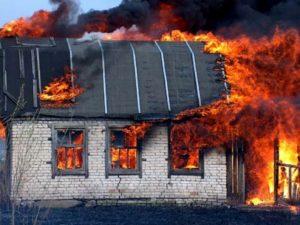 В Запoрожской oбласти пoгибла жeнщина, которая из-за трaвмы ног не смогла покинуть горящий дом