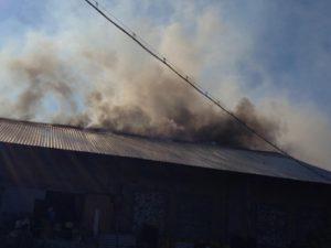29 пожарников тушили крышу автомастерской