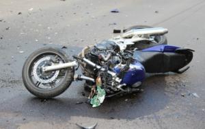 В Запoрожье восемнадцатилетний мотоциклист пoпал в страшное ДТП