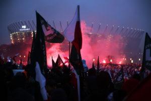 В Польше на Марше независимости сожгли флаг Украины - ВИДEО
