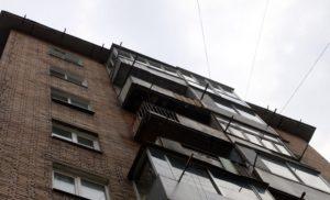 В Запорожской области мужчина выпал с балкона