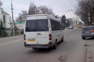 В Запорожье полиция вмешалась в конфликт маршрутчика и льготников