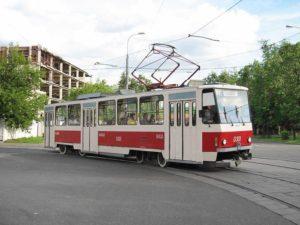 В Запорожье в трамвай врезалась легковушка