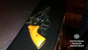 В Запорожье у водителя такси изъяли нелегальное оружие