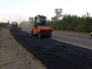 В Запорожье на Хортице ремонтируют дорогу к