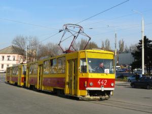 В Запорожье трамвай отрезал мужчине ногу