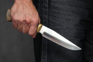В Запорожье мужчина ударил жену ножом