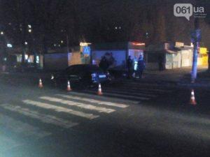 В Запорожье легковушка сбила 17-летнюю девушку - ФОТО