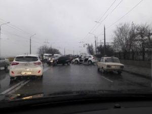На плотине ДнепроГЭС произошла очередная авария: образовалась пробка - ФОТО