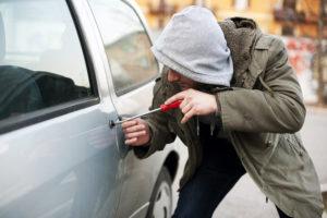 У запорожца угнали автомобиль со стоянки магазина - ФОТО