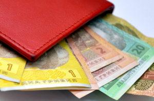 Кому и на сколько повысят зарплату до конца года - ИНФОГРАФИКА
